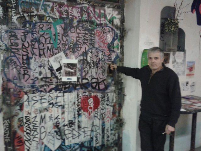 Jean-Paul Reti, fabricant d'objets, devant son atelier aux Frigos de Paris