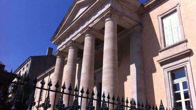 Derrière les grilles du palais de Justice de Privas en Ardèche, mars 2014.