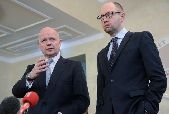 Le premier ministre ukrainien Arseny Yatseniuk et William Hague
