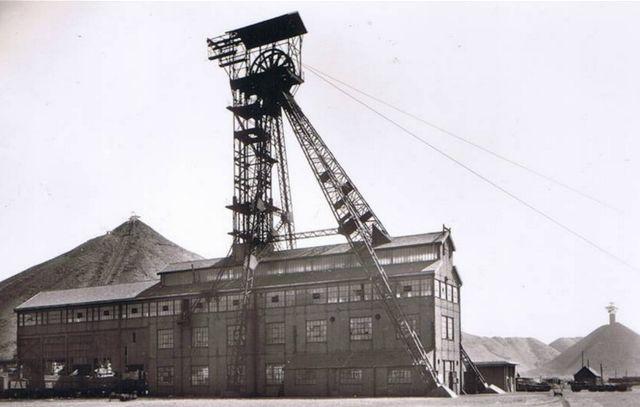 """Fosse n°2 des mines de Drocourt (fosse dite """"Nouméa"""" à Rouvroy)"""