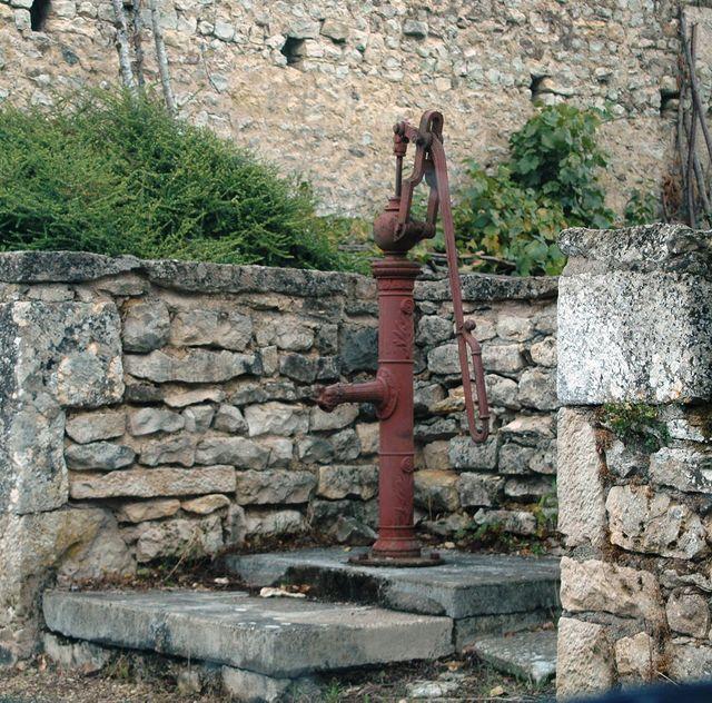 Nanteuil, une fontaine