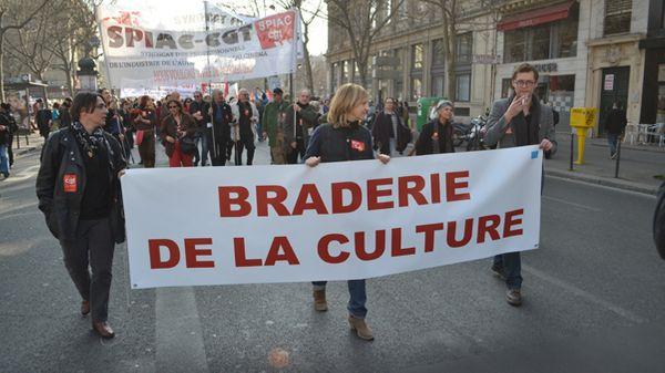 """Le monde de la culture en """"marche"""" contre les coupes budgétaires"""