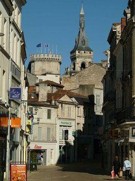 Rue piétonne du centre d'Angoulême
