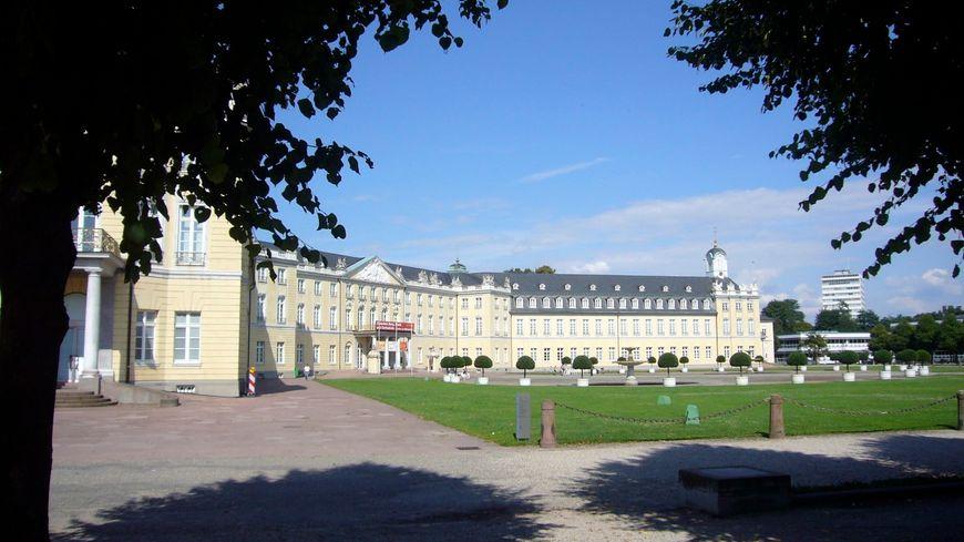 Le château de Karlsruhe en été