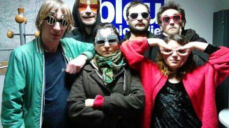 Nicolas Belvalette, à gauche et 5 colistiers du Parti Sans Cible pour les Municipales, à Amiens