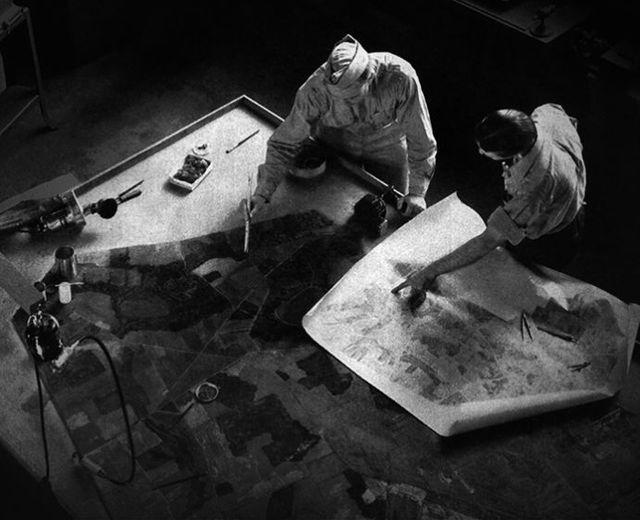 Une équipe de camoufleurs au travail au Fort Belvoir, Virginie, Etats-Unis