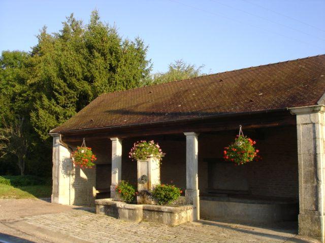 Vaux-sous-Aubigny, le lavoir