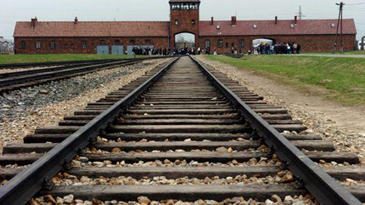 La porte de la mort du camp de concentration d'Auschwitz