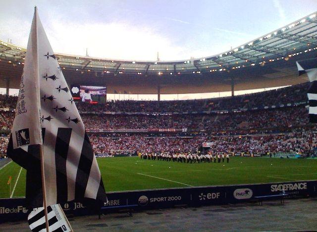 """""""Gwenn ha du"""" au Stade de France avant la finale de la Coupe de France de football 2009"""