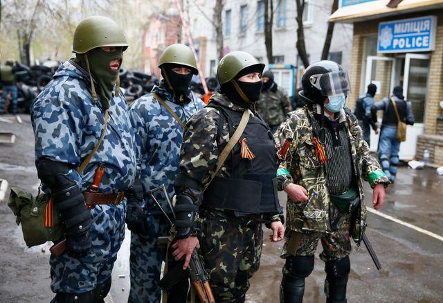 Militants pro-russes armés à Slaviansk