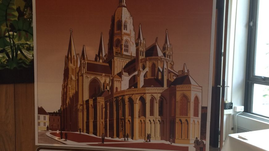 Tourisme Calvados : le panneau de Bayeux, la tapisserie et la cathédrale Notre-Dame.