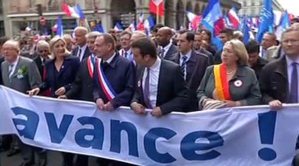 Marine Le Pen, son père et les élus frontistes