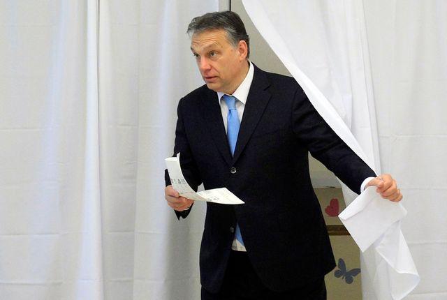 Le premier ministre Viktor Orban ce dimanche dans un bureau de vote