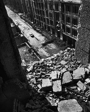 The sniper, de la série « Beyrouth Centre Ville », Rue Foch, Beyrouth 1991