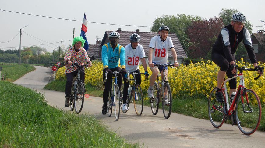 Les curés du diocèse de Lille s'entraînent pour le championnat de France cycliste