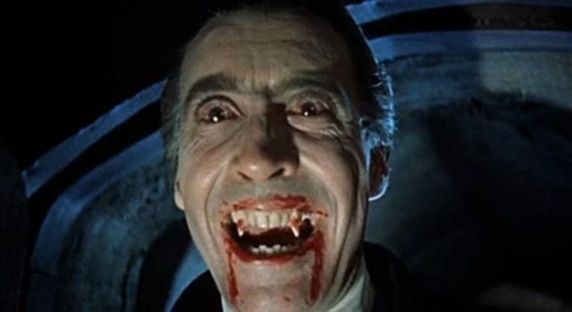 "Christopher Lee interprétant Dracula dans le film ""Horror of Dracula"""