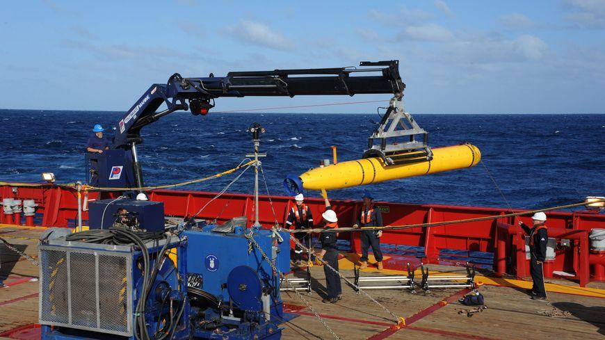 Le Bluefin-21 sera mis à l'eau depuis le navire Ocean Shield