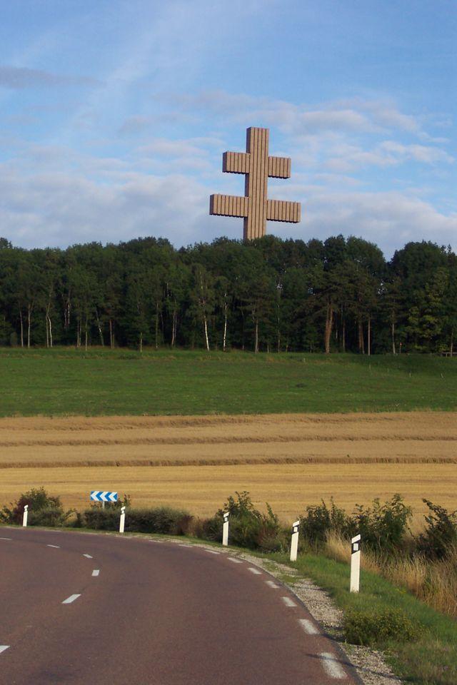 Colombey-les-Deux-Églises, la Croix de Lorraine du Mémorial