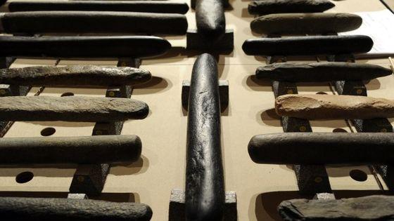 Les lithophones, instruments de musique du Paléolithique / Photo : Christophe Abramowitz