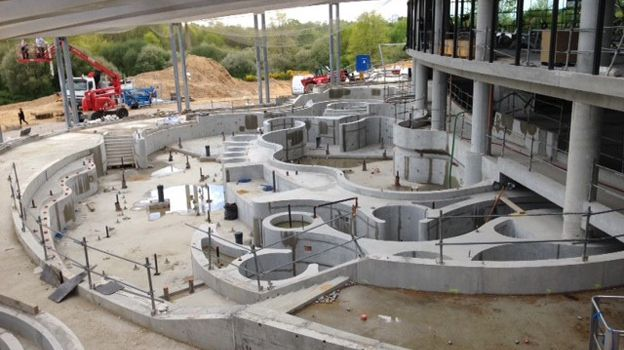 Point d tape sur le chantier du futur centre aquatique de for Piscine mayenne