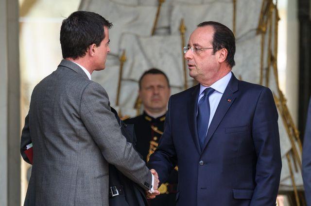 Manuel Valls et François Hollande sur le perron de l'Elysée