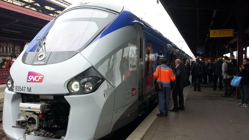 Départ du nouveau TER de la SNCF, Régiolis (Alstom), fin avril 2014 à Strasbourg