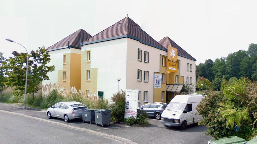 """L'hôtel """"Première classe"""" de Lons."""