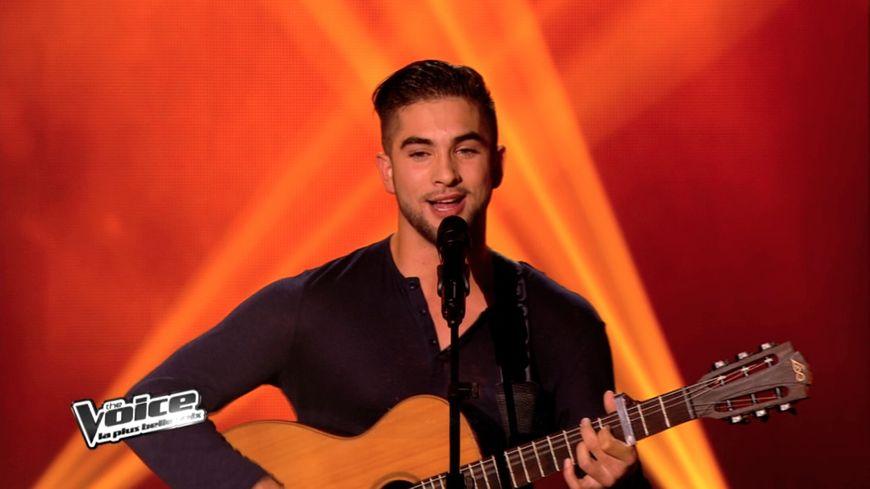 Kendji chante Bella dans The Voice