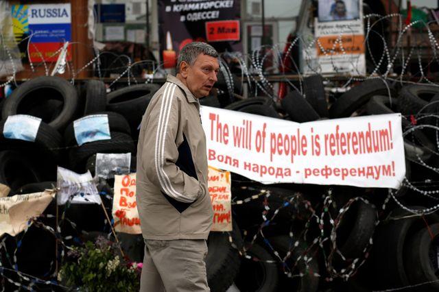 À Donetsk, des affiches appellent les habitants à aller voter