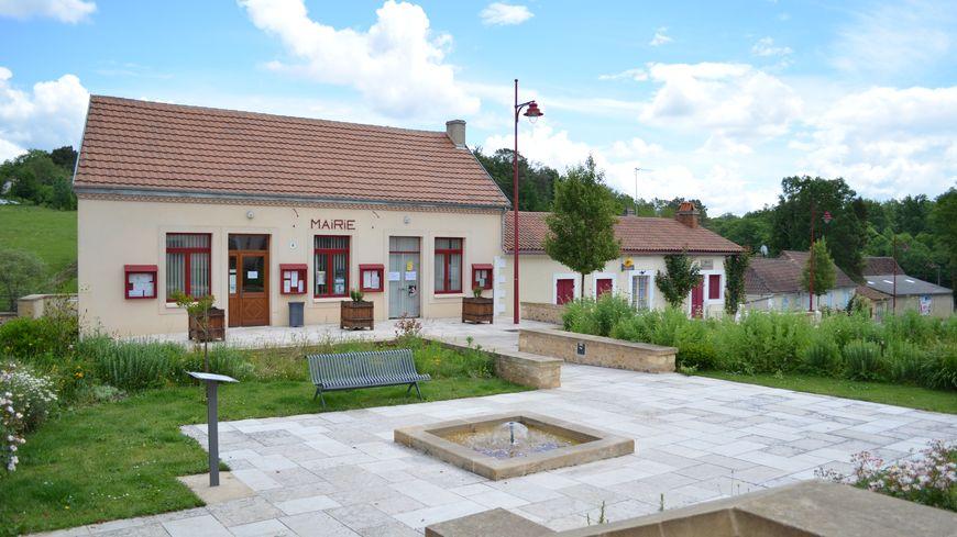 La mairie de Lacropte est endettée à hauteur de 844 000 €. Les impôts risquent d'augmenter légèrement.