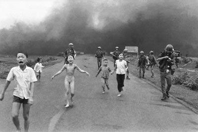 3 - Nick UT, Napalm Girl, village de Trang Bang, Vietnam du Sud 1972