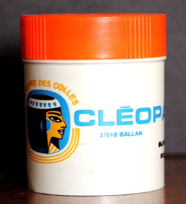 « Cléo, reine des colles », créée en 1930 : pot vers 1975