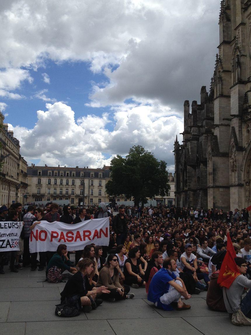 Les manifestants sur la place Pey-Berland, à Bordeaux