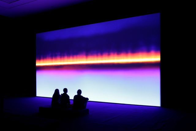 Resounding Ultraviolet (2014) Susan Hiller Installation vidéo