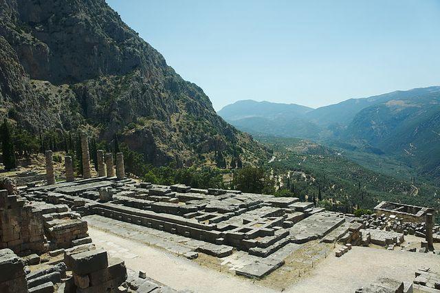 Temples d'Apollon sur le site archéologique de Delphes en Grèce.