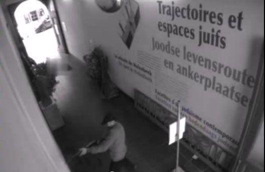 Images de vidéo-surveillance tirée de l'appel à témoins diffusé par la police belge (copie d'écran)