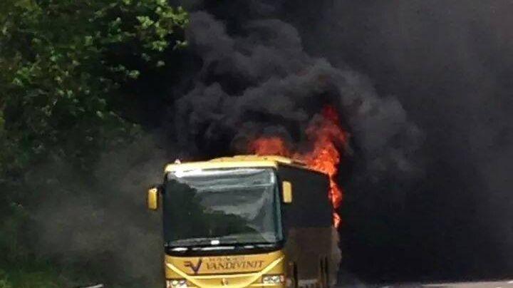 Le bus a entièrement brûlé