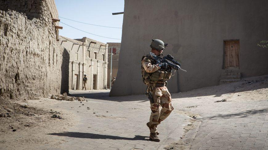 Une patrouille de militaires français au Mali