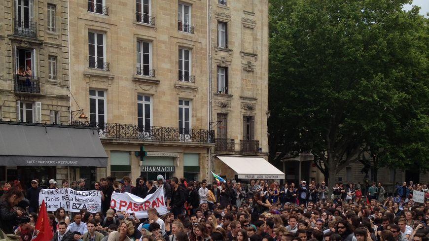 Sit-in place Pey-Berland, à Bordeaux, après la manifestation