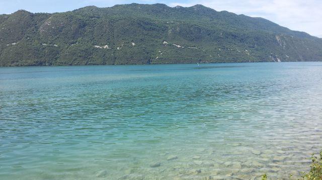 Les eaux turquoises du lac du Bourget depuis quelques jours (Nicolas Peronnet)