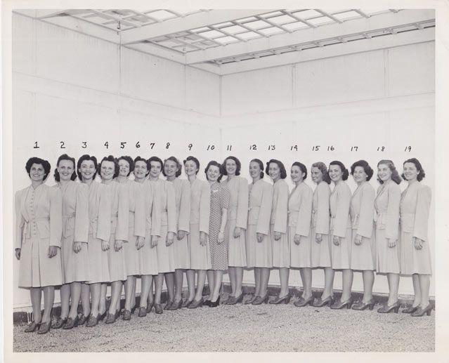 Exposition des téléphones Bell – Exposition universelle de New York, Opératrices 1-19, 1939. Par « Press Dept. 140 West St., New