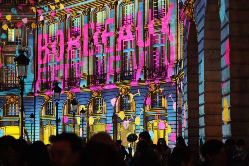 Les façades de la place de la Bourse illuminées
