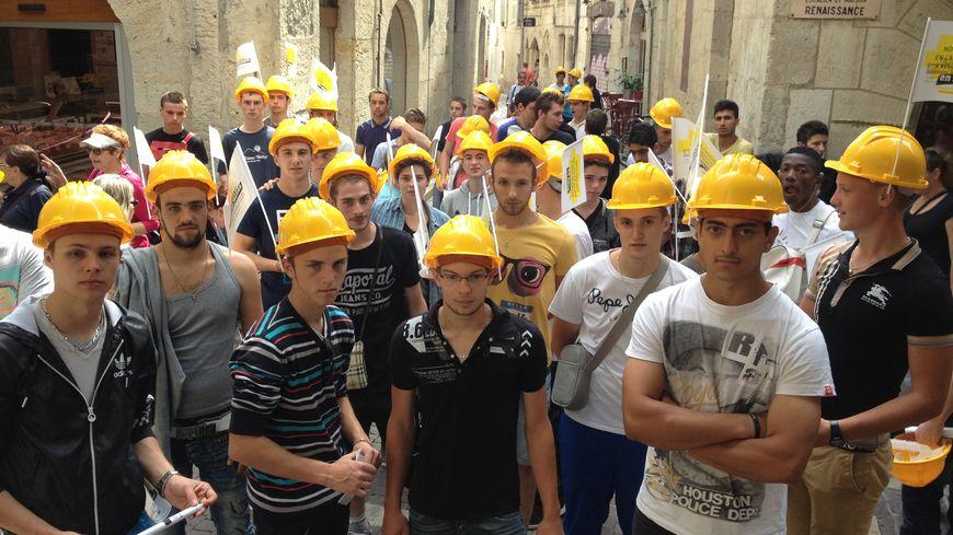 Les élèves du CFA de Périgueux ont marché dans la vieille ville ce mercredi matin