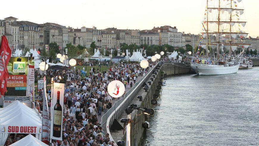 Quand le public de Bordeaux fête le vin envahit les quais de la Garonne