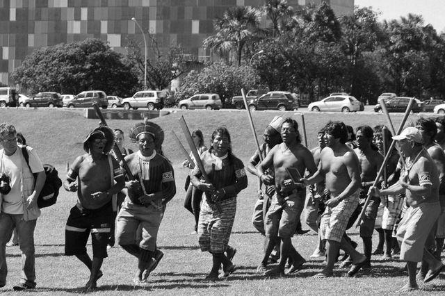 Manifestation d'Indiens d'Amazonie contre la construction du barrage de Belo Monte
