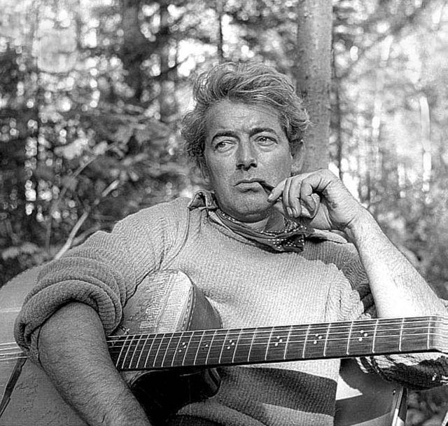 """Félix Leclerc dans une image tirée de la série """"Abitibi"""" en juillet 1957"""