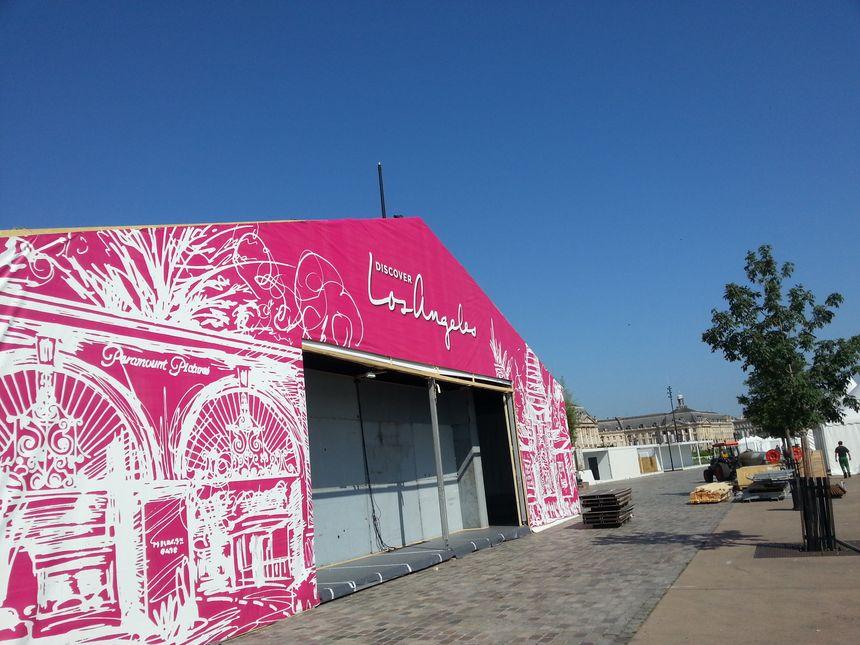 La tente qui accueillera l'invitée d'honneur : la ville de Los Angeles