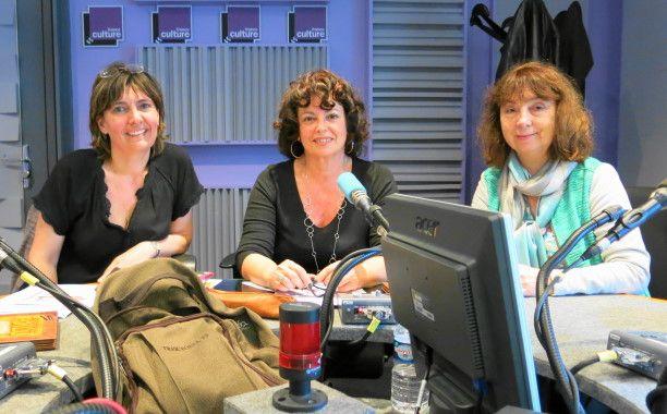 Par un bel après midi de juin : Annie Collognat-Barès, Aline Pailler & Sandrine Mirza ( de gauche à droite )