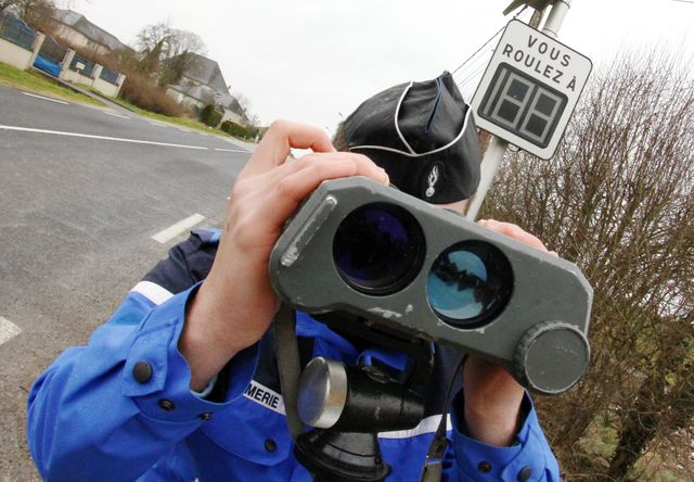 Contrôle radar de gendarmes en Lorraine