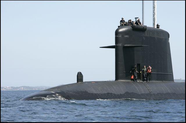 Sous-marin nucléaire d'attaque français Saphir de retour à la base